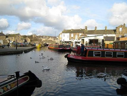 Boats at the leeds leverpool canal, Skipton